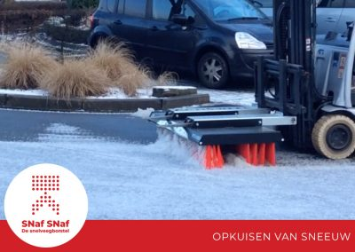 snaf-snaf-industriele-snelveegborstel-opkuisen-van-sneeuw